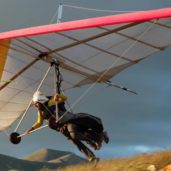 Hang gliding and paragliding